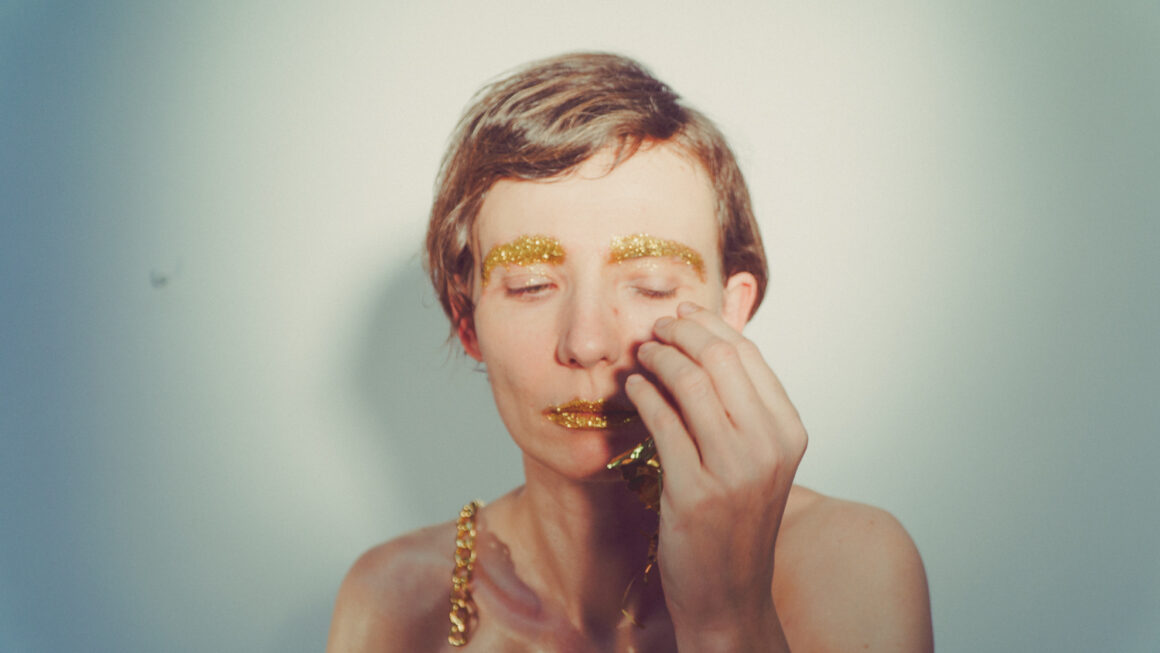 The pure gold is seeping out of me  Renata Piotrowska-Auffret 4/10
